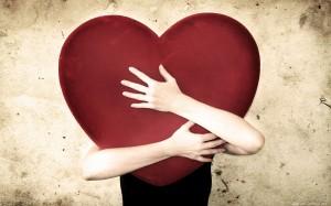 Coeur dans les bras.