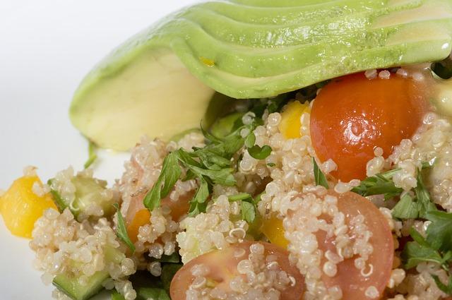 Avocat, tomates, quinoa, etc.